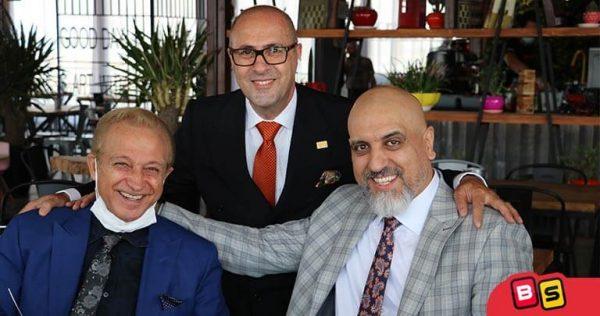 مهندس علی اصغر کیهانی در کنار مدیرعامل بازی سازان